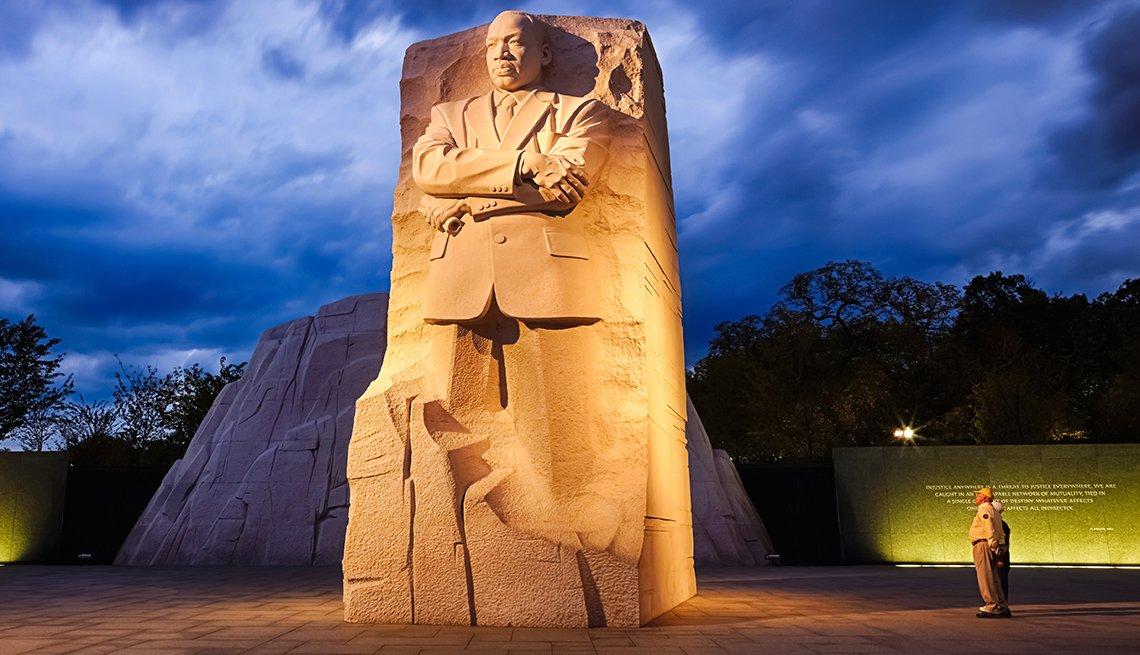 https://yelmcommunity.org/wp-content/uploads/2018/04/MLK-Jr-Natl-Memorial-DC-1.jpg